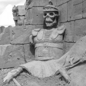 Zandsculptuur 'Doolhof van de Minotaurus'